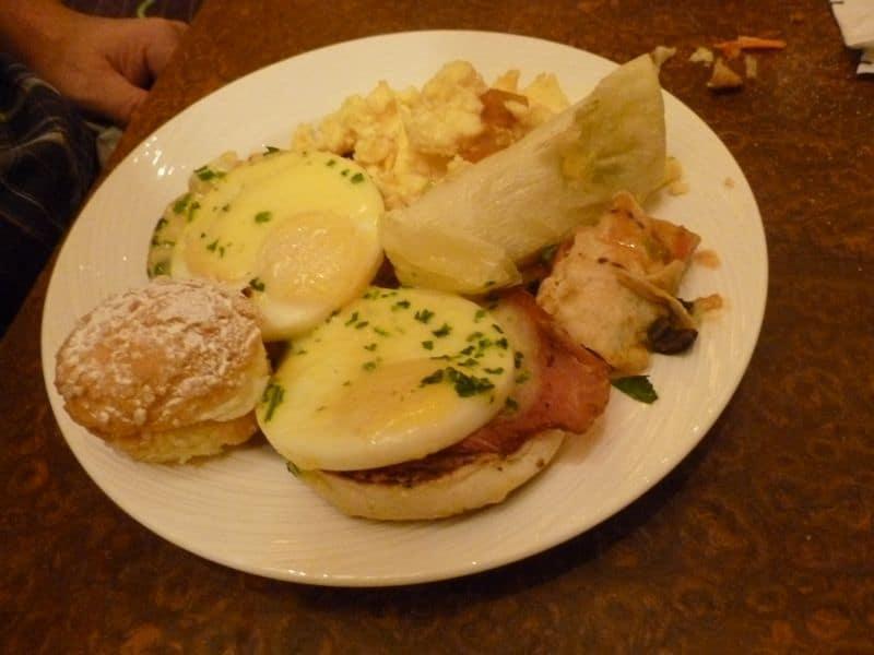 Wynn breakfast buffet eggs benedict
