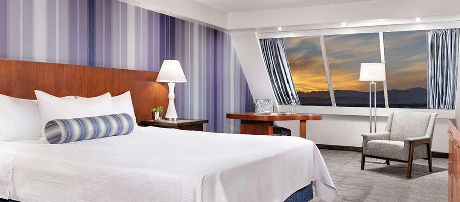 luxor hotel pyramid premium king room