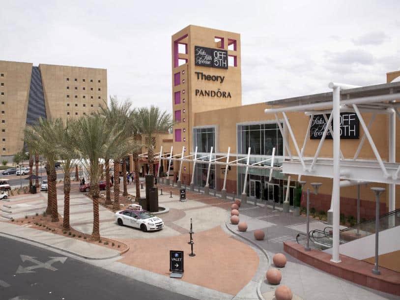 Las Vegas North Premium Outlet Mall Amenities