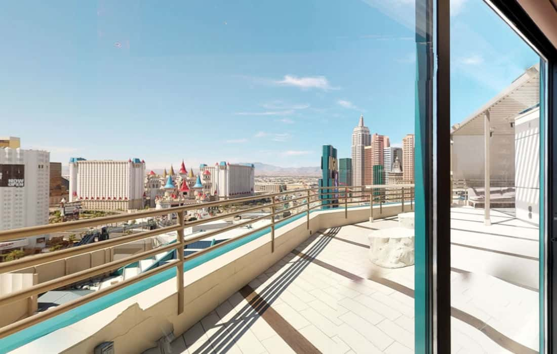 Las Vegas hotels with balcony