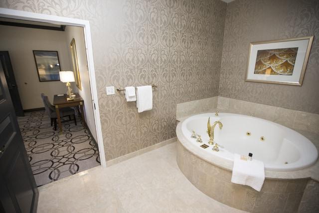Paris Las Vegas jacuzzi suite