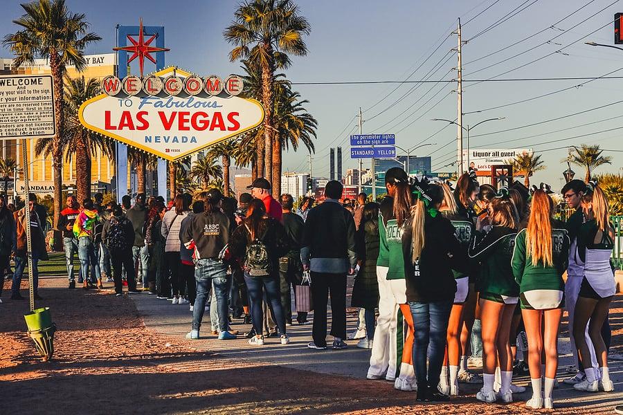 Avoiding Crowds in Vegas